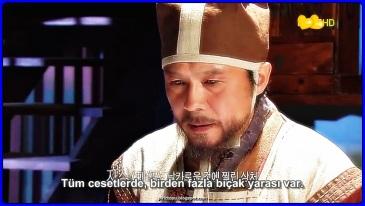 Dong Yi dizisi Joseon hanedanlığı, Kral Sukjong'un hükümdarlığı sırasında, Dong Yi'nin etrafında dönmektedir. Dong Yi, kraliçe Inhyeon'a yanındaki hizmetçilerden biridir daha sonra kral onu asil yapmak ister ama kraliçe itiraz eder (Jang Hee Bin istiyor). Dong Yi cariye olur ve sook bin sayılır ve Joseon'un 21. kralı olacak olan oğlu Yeongjo'u doğurur.