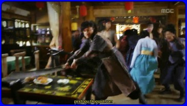 Cengiz Han'ın kurduğu Yuan Hanedanlığına 37 yıl hükümdarlık eden 'Demir Leydi' İmparatoriçe Gi ile ilgili bir tarihi bir kore dizisi. Goryeo, Kore'de doğan fakat Yuan İmparatorluğunda yaşayan ve imparatoriçe mevkisine yükselen, İmparatoriçe Ki'nin sevgisini ve mücadelesini anlatıyor.