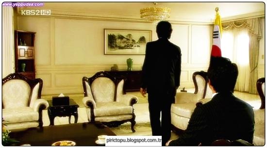 İki uzman ulusal güvenlik ajanı Hyeong jun (Byung hun Lee) ve Sa woo (Jun ho Jeong) kankardeşlerdir ve kaderin cilvesi aynı kadına, iş arkadaşları ajan Seung hee'e (So yeon Kim) aşık olurlar.Sa woo, Seung hee'ye karşı hislerini bastırır, arkadaşına mutluluklar diler. Bundan kısa bir süre sonra Hyeong jun, Macaristan'a özel bir göreve gönderilir.Görevini başarıyla tamamlar ancak kaçarken yaralanır.Kısa bir süre sonra Hyeong jun en iyi arkadaşı Sa woo tarafından tuzağa düşürüldüğünü anlar.Seung hee, Sa woo'ya kaçması için yardım ederken trafik kazası geçirirler, birbirlerinden koparlar ve her ikisi de diğerinin öldüğüne inanır.Hyeon jun gizemli bir ses tarafından kurtarılır ve IRIS adlı gizli bir örgütün varlığını öğrenir. Bir yıl sonra Hyeon jun intikam almak için Kore'ye geri döner.Bu süre içerisinde Kuzey ve Güney Kore siyasal birlik haline gelmek üzeredir ve IRIS'ın görevi bu birleşmeyi engelemektir.