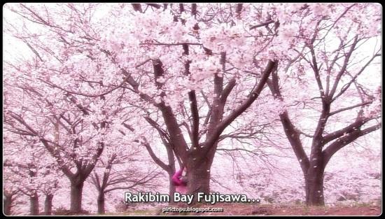"""Kanzaki Nao dürüst bir üniveriste öğrencisidir. Birgün içide yüz milyon yen olan bir kutu ve üzerinde """"Liar Game""""e katılması için seçildiğini yazan bir kart bulur. Oyunun amacı rakiplerini kandırıp onların paralarını almak. Oyununu sonunda kazanan 100 milyon yenin sahibi olurken, kaybedenler oyunu düznleyene 100 milyon yen borçlanıyor. Kanzaki ertesi gün rakibinin sınıf öğretmeni Fujisawa Kazuo olduğunu yaan bir mektup alır. Hocasını aramaya ve ondan yardım istemeye gider fakat sonunda hocası tarafından kandırılıp bütün arası kaptırır. Umutsuzca polisten yardım istemeye gider, ama polis bu konu hakkında hiç birşey yapamayacağını söyler. Buna rağmen usta bir dolandırıcı olan Akiyama Shinichi'nin ertesi gün hapisten çıkacağını söyler.Kanzaki umutsuzca Akiyama'dan yardım istemeye gider...."""