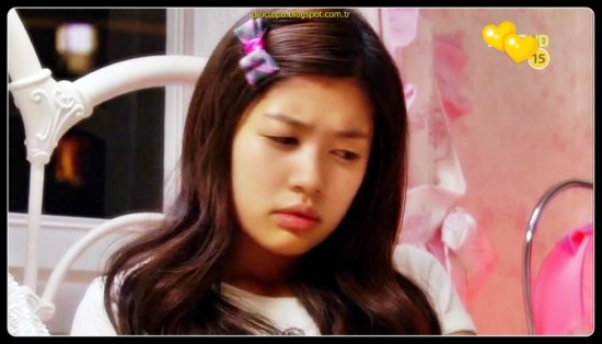 Oh Ha Ni, mükemmelliyetçi Baek Seung Jo'ya aşık olan beceriksiz bir öğrencidir. Bununla birlikte, Seung Jo ona karşı kayıtsızdır ve aşkını ret eder. Ha Ni'nin evi çökünce, o ve babası, eski bir arkadaşının evine taşınır. Babasının arkadaşının oğlu Seung Jo'dan başkası değildir ve Ha Ni sevdiği erkeğin yanında olma fırsatını elde etmiştir. Acaba Ha Ni, Seung Jo'nun kalbini çalabilecek mi?