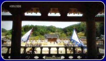Joseon Hanedanlığı döneminde köle avcılarının dünyasını anlatan bir drama.Köleler (Nobi olarak bilinir) köleliğin sisteminde doğmuş suçlu ve cezalandırılması gereken kişilerdir. Bir gün bir köle avcısı (Jang Hyuk) yanlışlıkla suçlandıktan sonra kölelerin arasına düşen bir nobinin yani kaçak bir kölenin(veliaht prens olduğu ve bir komploya kurban gittiği söyleniyor) (Oh Ji ho) izini bulmak için görevlendirilir. Chuno kaçak köleyi ararken hizmetçi olan sevdiği kadın'ı(Lee Da hae) da bulmaya çalışır. Dizi bir aşk üçgeni içerisinde geçiyor. Büyük çaplı drama muhteşem görsellere sahiptir...