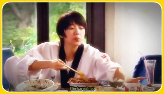 Bir kız kardeşi ve dul annesinden başka kimsesi olmayan Go Eun Chan (Yoon Eun Hye), genç yaşına ve bir kız olmasına rağmen ağır hayat şartları nedeniyle kız olduğunu saklayarak çalışmak zorundadır. Hayatı boyunca boliyi bulmuş olan Choi Han Kyul (Gong Yoo) ise onu yola getirmek isteyen büyük annesinin uğraşlarına karşı direnmekte ve bir kaçış yolu aramaktadır. Tesadüfi bir şekilde, bir erkek gibi görünen Co Eun Chan ile yolu kesişen Choi Han Kyul'un hayatı da bundan sonra hızla değişecek ve kaderleri onları isimli, güzeller güzeli, dostluklarla kurulu ve sevgi ile örülü kahve dükkanının açılışına götürecektir.