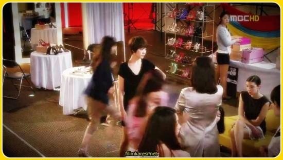 Büyük bir ayakkabı firmasında üst düzey bir ayakkabı tasarımcısı olan Hwang Ji An( Kim Sun Ah) herkes €œAltın Kız  diye çağırmaktadır. Sebebi ise; 30 yaşını çoktan geçmiş olan Hwang Ji An hala bekâr olmasıdır.( Altın Kız=Kız Kurusu) Zengin ve güçlü yöneticimiz ofis çalışanlarından Park Tae Kang (Lee Jang Woo) ile yanlışlıkla beraber olduğu bir gecenin sonunda hamile kalır. Ve hikâyemiz başlar